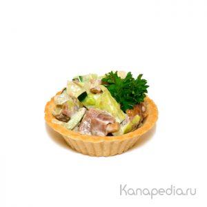 Тарталетка с салатом с языком