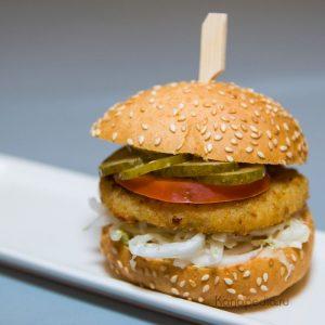Мини бургер с рыбной котлетой